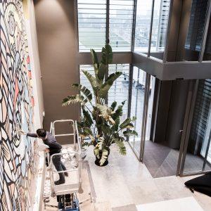 Ali Görmez bei der Gestaltung von Living Levels, Design von 42 m2, Bild © Julian Kuhnke, Itisnovember