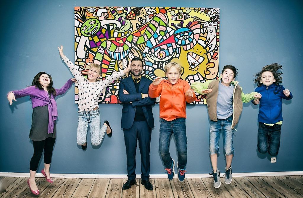 Happy Art Class Kids - Ali Görmez